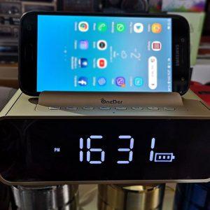 Bluetooth стерео звучник со часовник и држач за мобилен