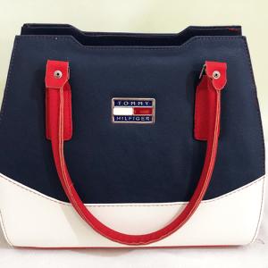 Женска чанта од познат производител